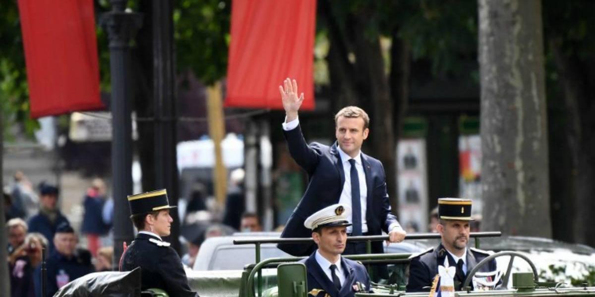 """Macron promete en su investidura """"devolver la confianza"""" a los franceses"""