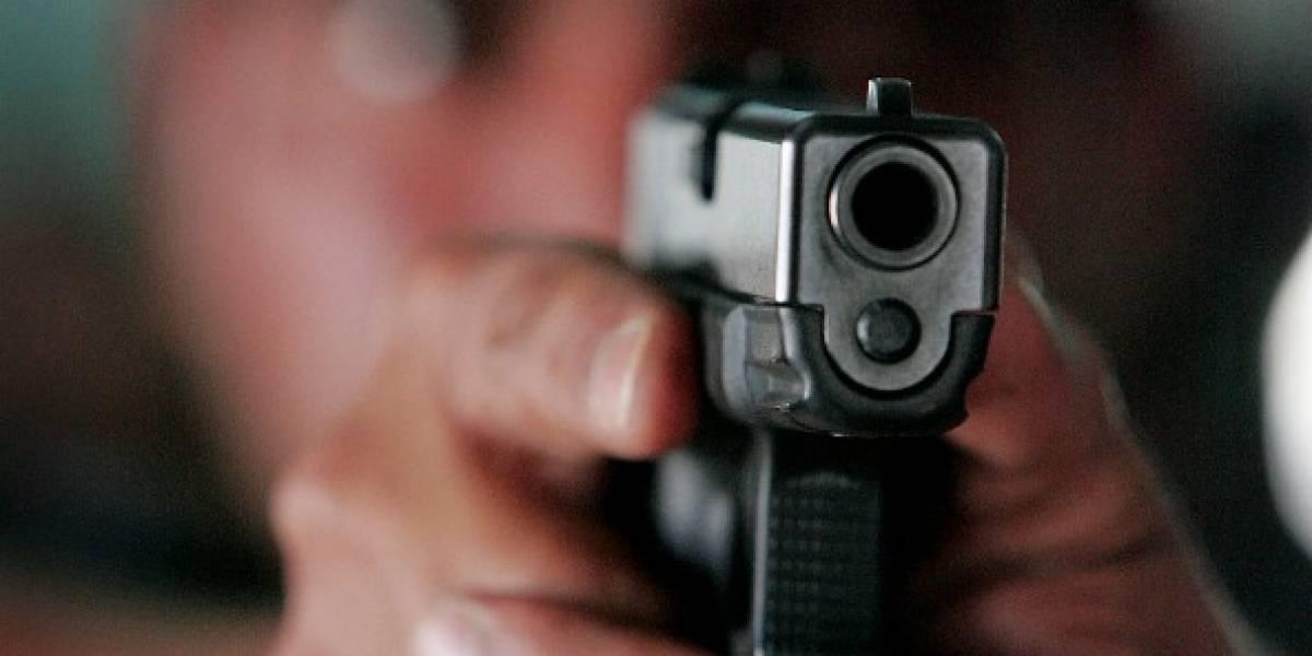 Héroe sin capa: conductor de bus se enfrentó a un atracador y le quitó la pistola