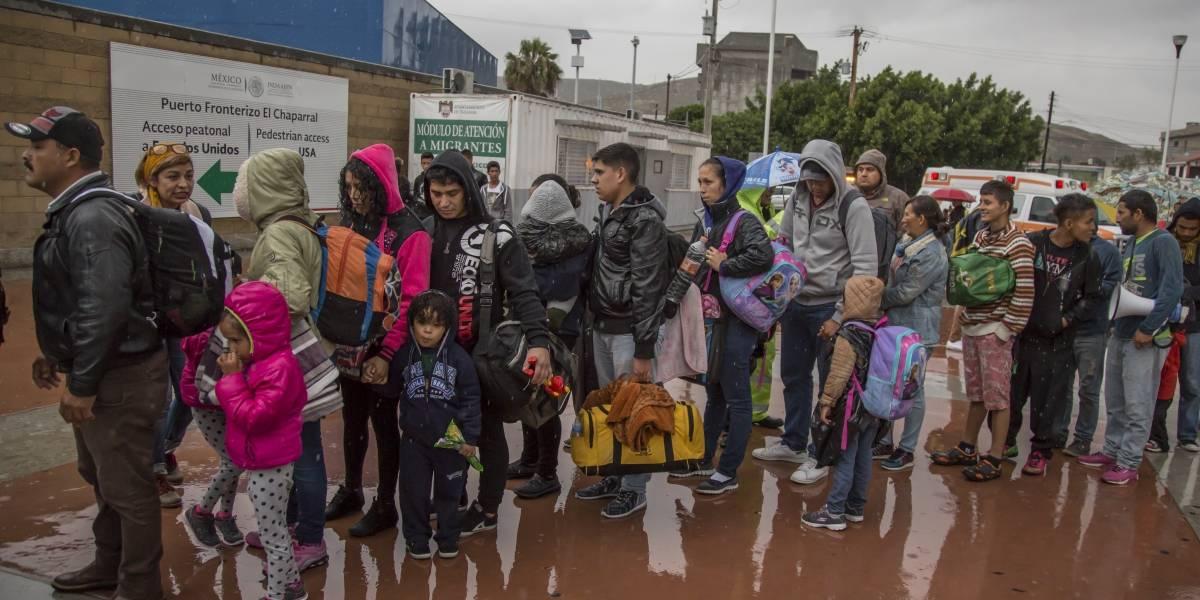Migrantes deportados a México reciben en EU trato peor que delincuentes