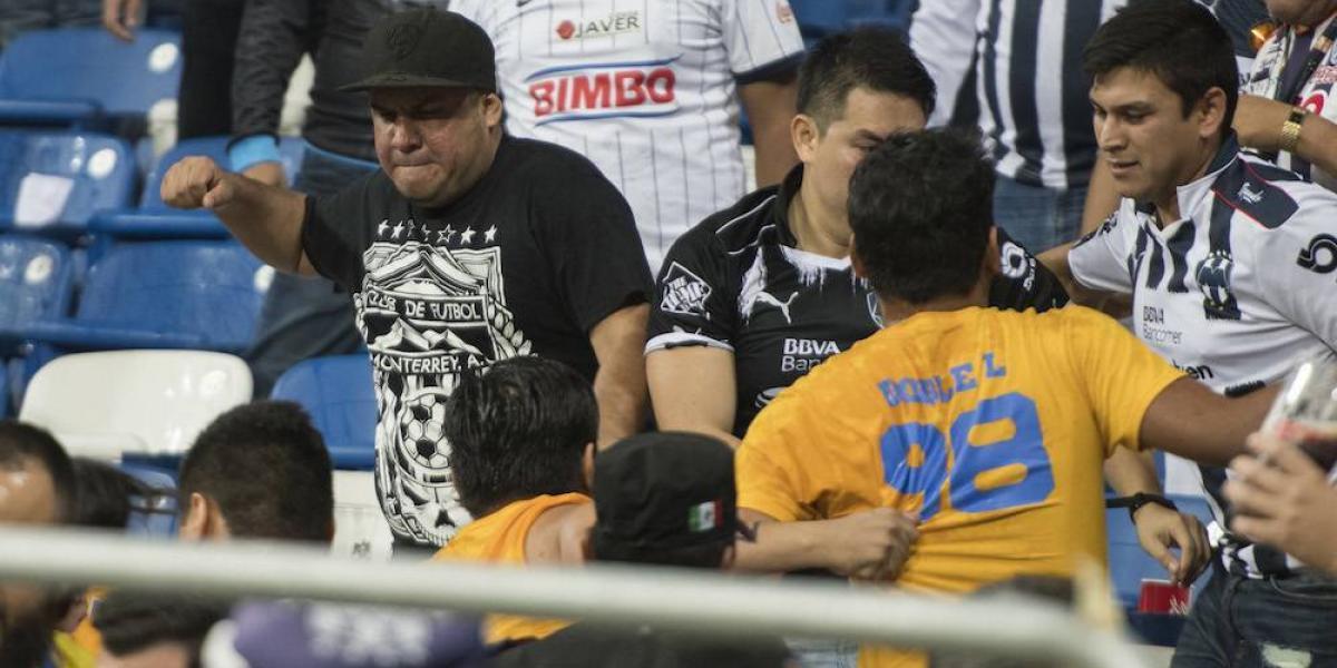 VIDEO: Aficionados de Tigres y Rayados se agarran a golpes tras el Clásico Regio