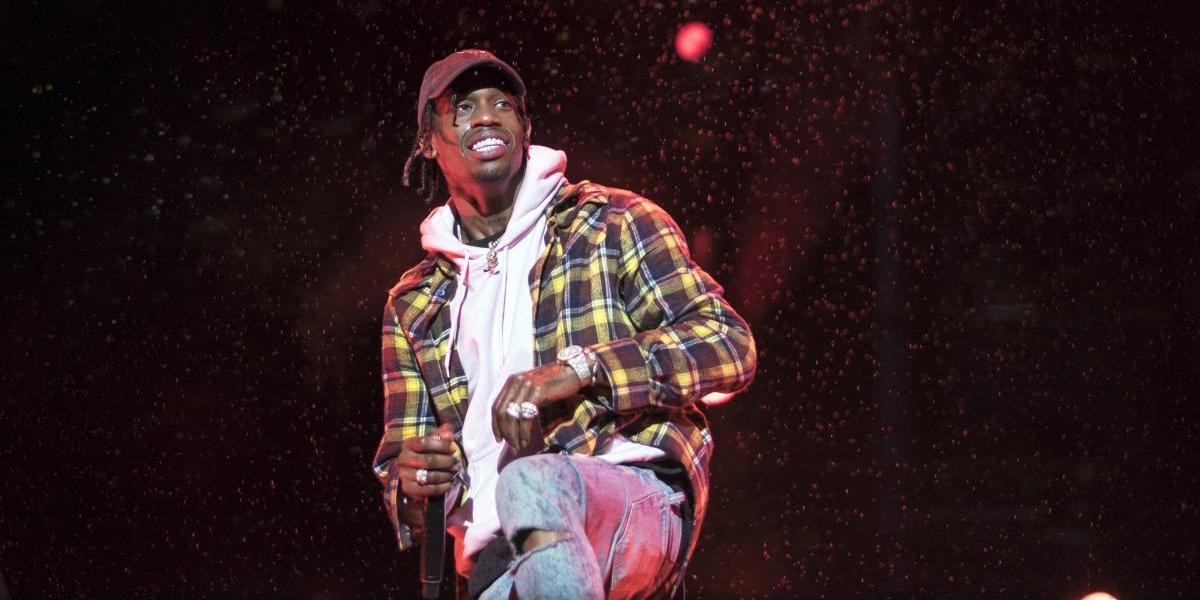 Rapero Travis Scott es detenido por incitar al público durante un show