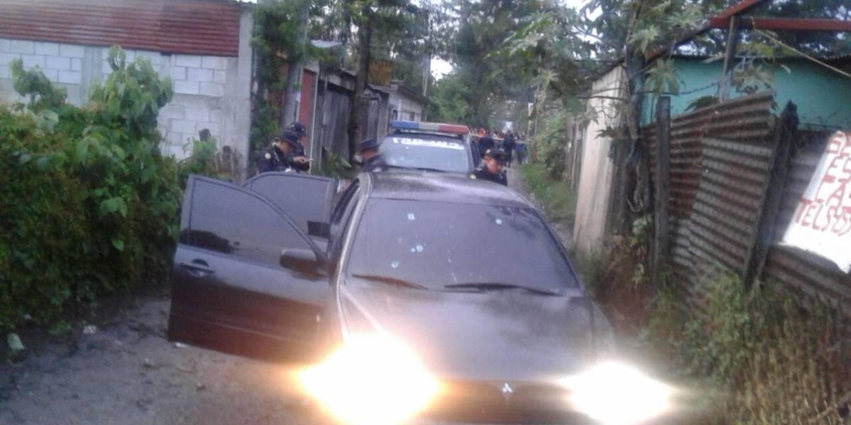 Atacan a menores y a agentes de la PNC en vehículo con reporte de robo
