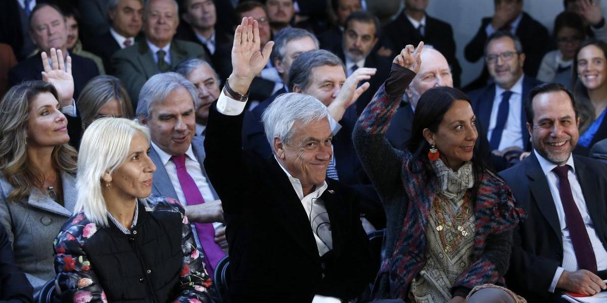 Piñera presentó a las más de 500 personas que trabajarán para llevarlo nuevamente en La Moneda