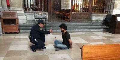 Sacerdote apuñalado en catedral sufre infarto de miocardio