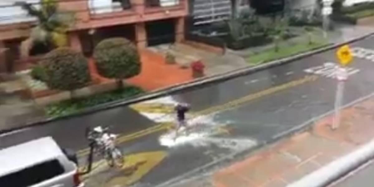 Video: los bogotanos también aprovecharon la lluvia e incluso salieron surfear