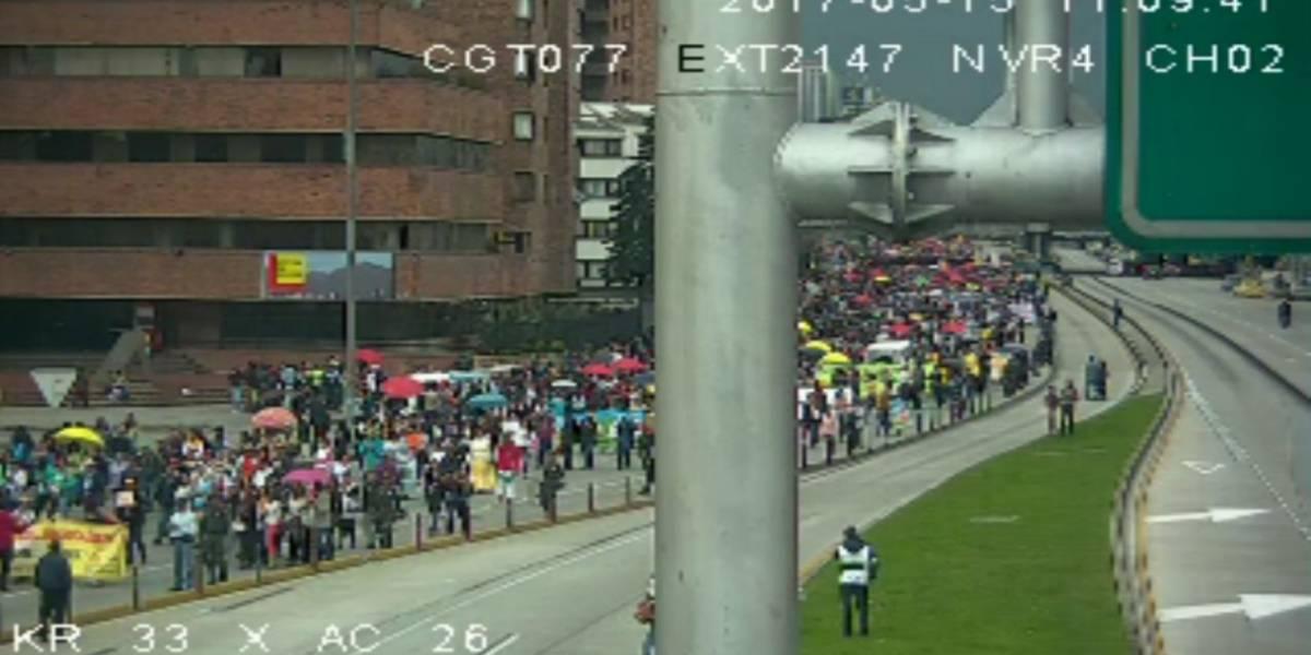 Caos en la movilidad en Bogotá por marcha de maestros