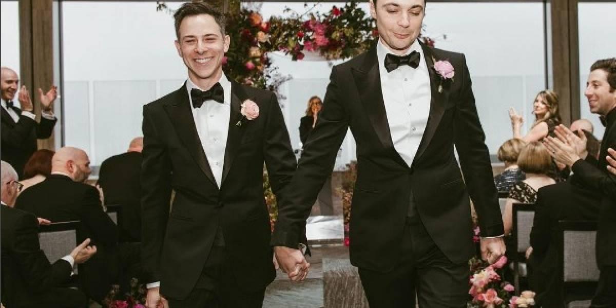 """Tras 14 años de relación: Protagonista de """"The Big Bang Theory"""" se casa con su novio"""
