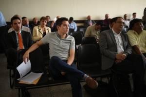 El hijo y el hermano del presidente Jimmy Morales comparecen en juzgado para saber si enfrentarán un debate.