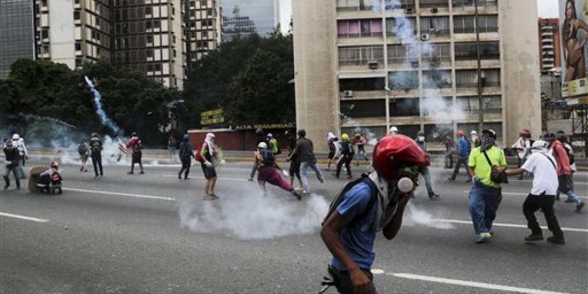 Unión Europea pide a gobierno venezolano detener la violencia contra manifestantes