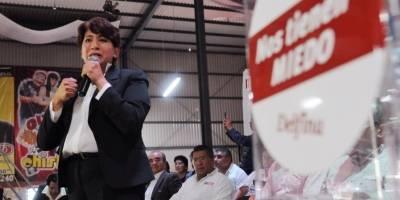 Delfina Gómez dio 32 millones de pesos a familia de padrino político
