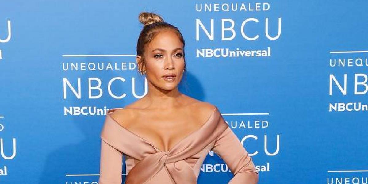 La mamá de Jennifer López cautiva en las redes al bailar uno de sus temas