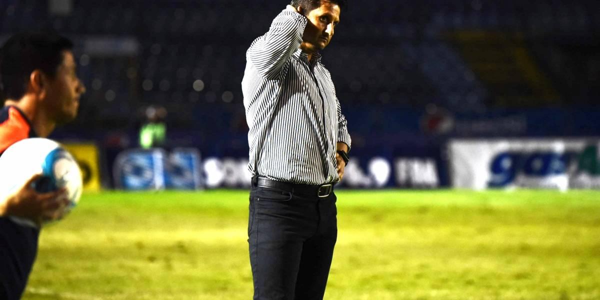 Ronald González no se va de los cremas