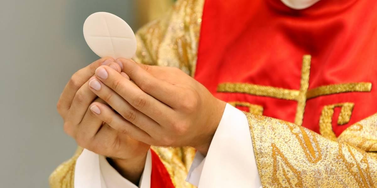 VIDEO. Apuñalan a sacerdote en plena misa en Catedral del Ciudad de México