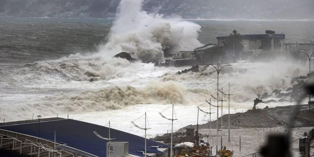 """Alertan marejadas """"anormales"""" en las costas del país: olas superarán los 5 metros de altura"""