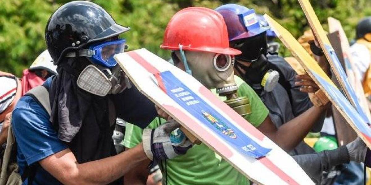 Un escudero de la libertad: las protestas en Venezuela detrás de un pedazo de latón