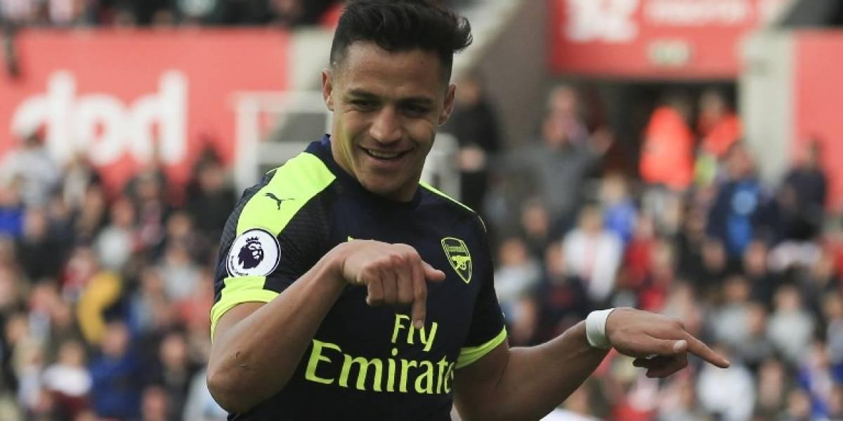 Los compañeros están convenciendo a Alexis Sánchez que se quede en el Arsenal