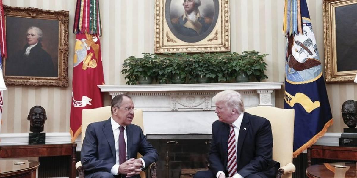 Polémica en Estados Unidos: acusan a Donald Trump de revelar información secreta a Rusia
