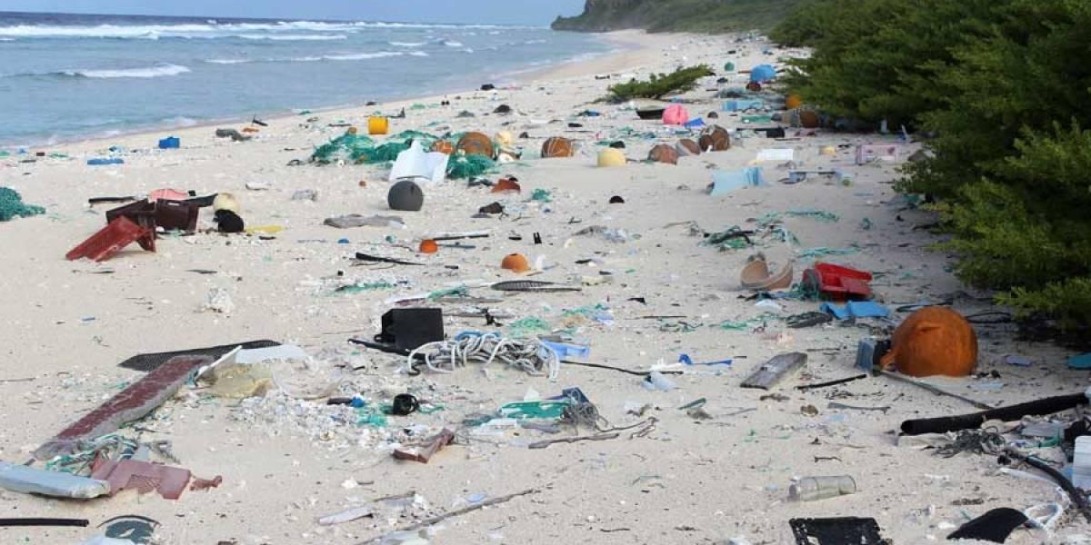VIDEO. Descubren toneladas de basura en isla deshabitada en medio del Pacífico
