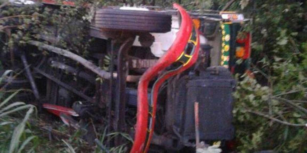 Cinco heridos al caer a hondonada un autobús que viajaba a Escuintla