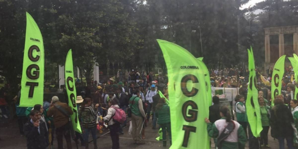 Inician movilizaciones de profesores en Bogotá