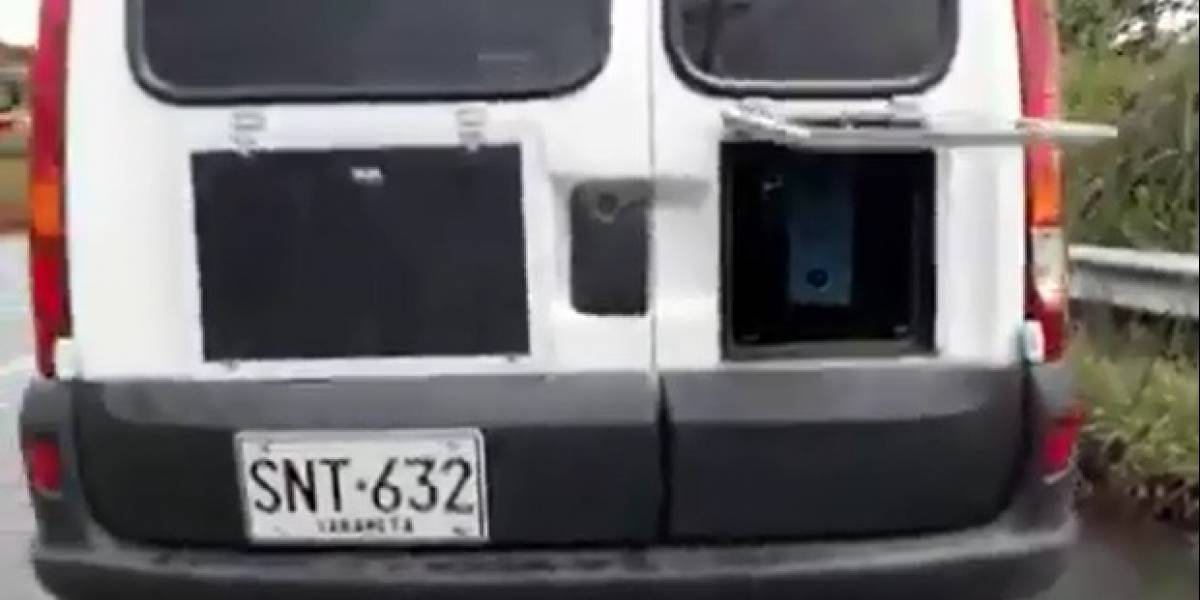 Denuncian presencia de carro de fotomultas 'camuflado' en la autopista Medellín – Bogotá