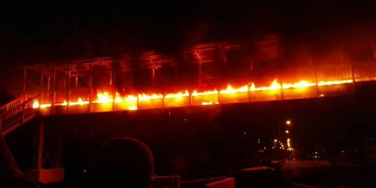 Resultado de imagen para quemaron pasarela de la cascada