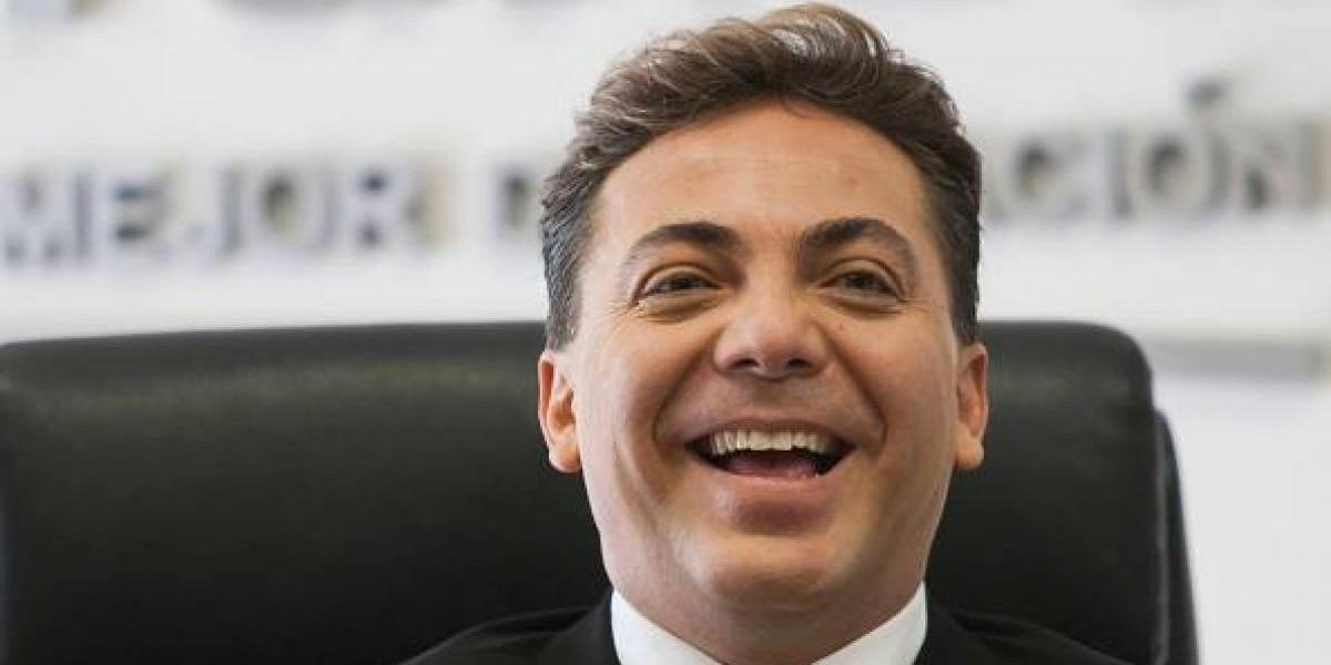 Cristian Castro sorprende con un cambio de look formal previo a su boda