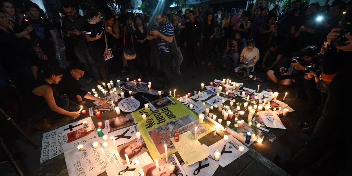 Cientos de periodistas protestan frente a Segob