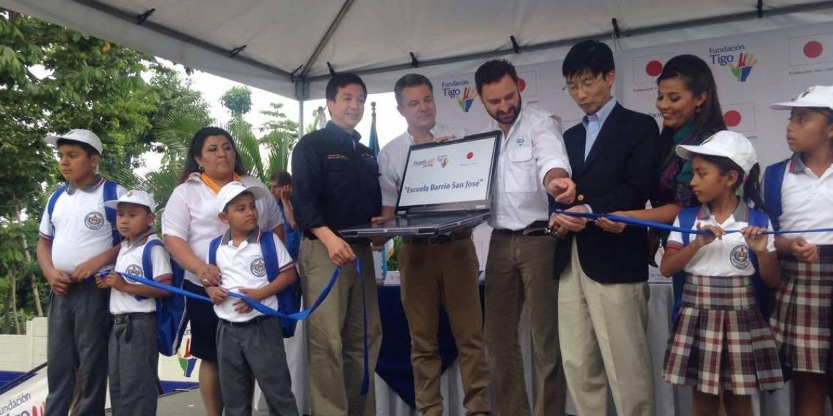 Inauguran escuela en Génova y benefician a más de 280 estudiantes guatemaltecos