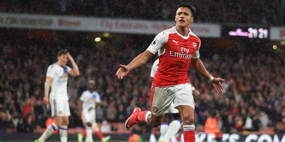 El depredador Alexis se lució con doblete y mantuvo la opción del Arsenal en la Champions