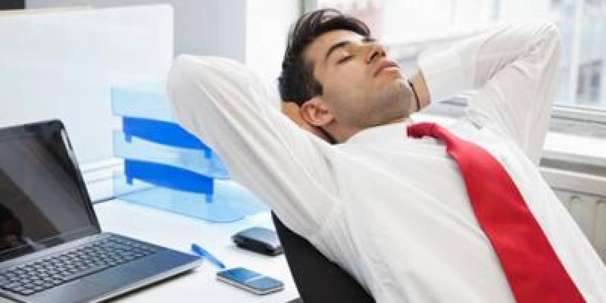 Dormir siesta en el trabajo: tendencia mundial que aún no se afianza en Chile