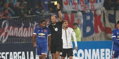 Conmebol abrió expediente por agresión a guardalínea ante Corinthians — La U complicada