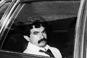 En esta foto de archivo del 25 de julio de 1981, el nacionalista puertorriqueño, Oscar López Rivera, es llevado a la cárcel después de su juicio donde fue condenado por conspiración sediciosa. / AP