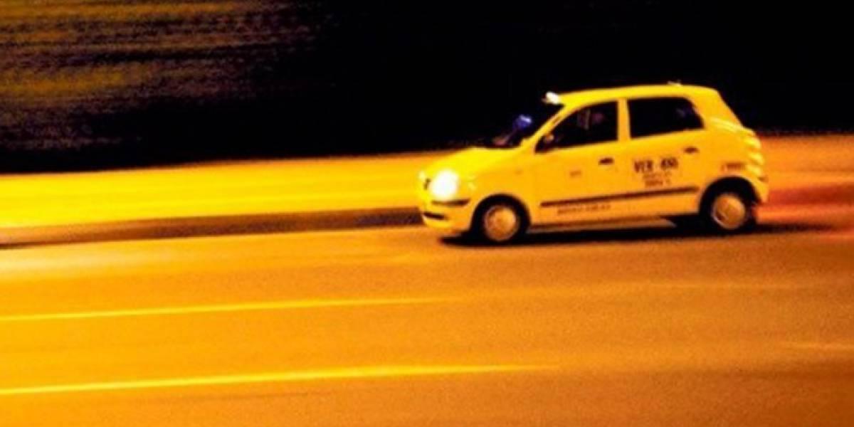 Mientras trabajaba, taxista fue atacado con sustancia desconocida en el rostro