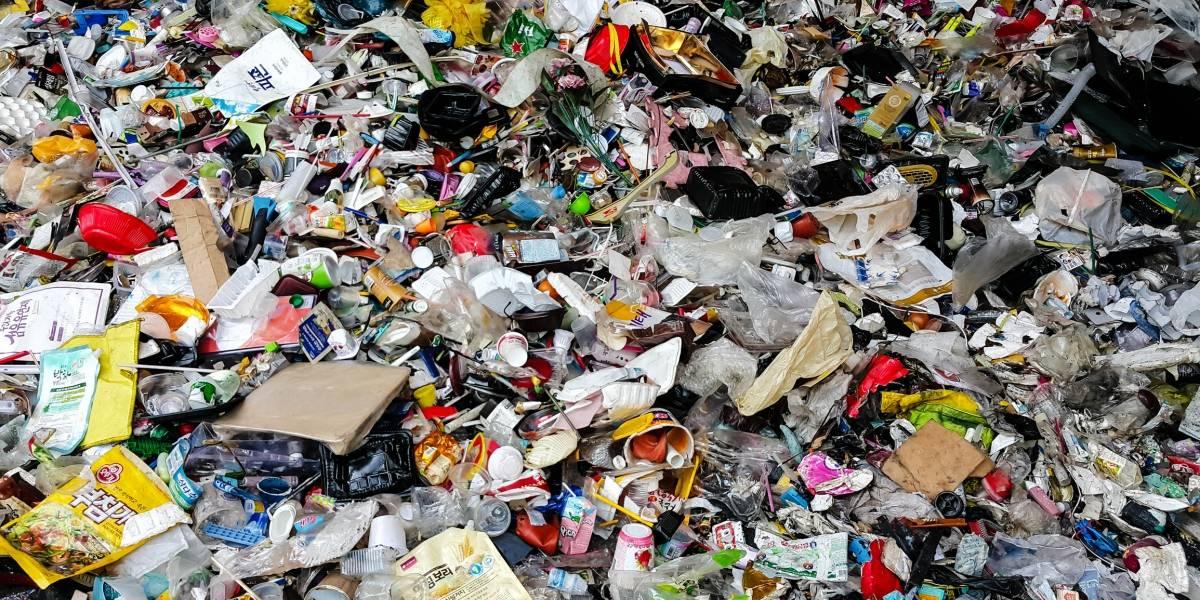 Encuentran millones de trozos de basura en isla deshabitada