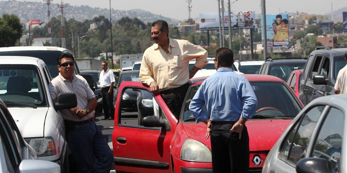 Cierran carriles de la autopista México-Querétaro por carambola