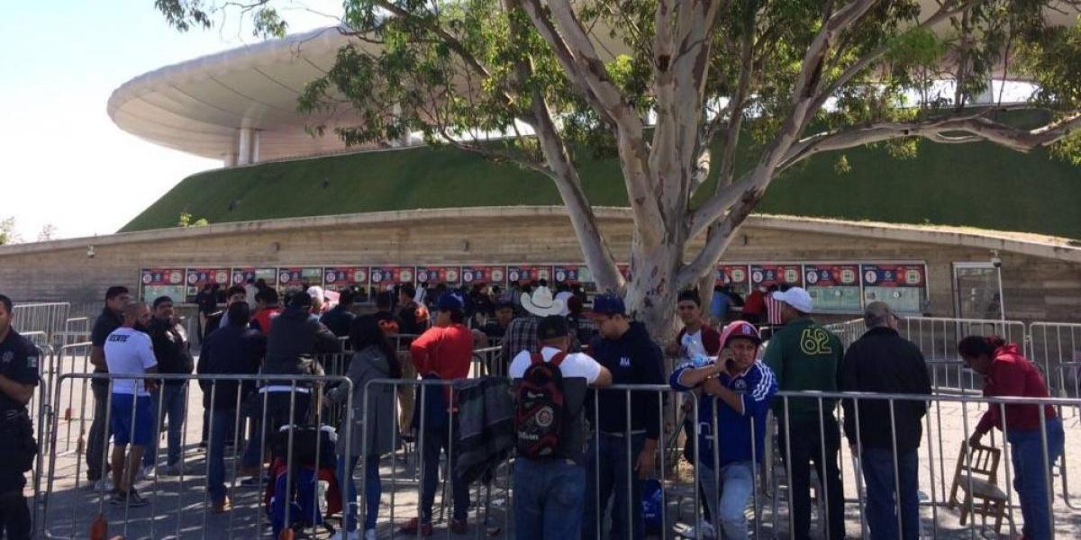 """""""Vuelan"""" los boletos para el Chivas-Toluca de semifinales"""