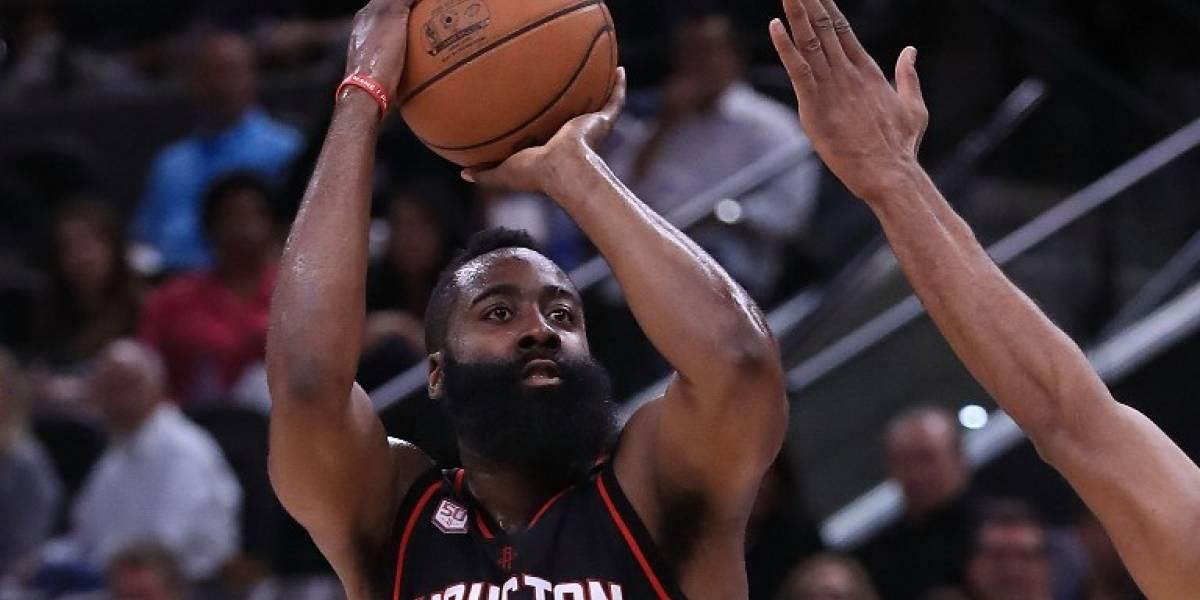 Estrella de la NBA enfrentará cargos en la justicia por robo y agresión física