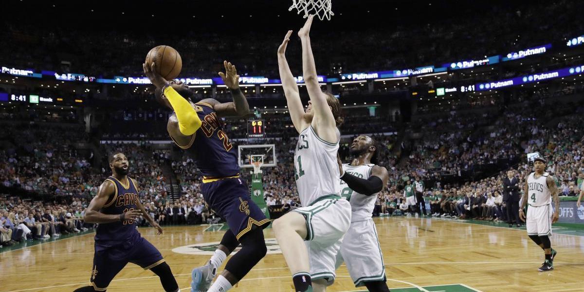Cavs aplastan a Celtics en el primer partido
