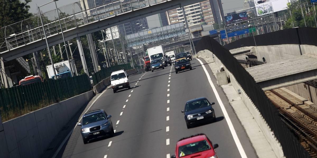 "A segundo trámite norma que tipifica como ""falta grave"" conducir por la pista izquierda en forma constante"
