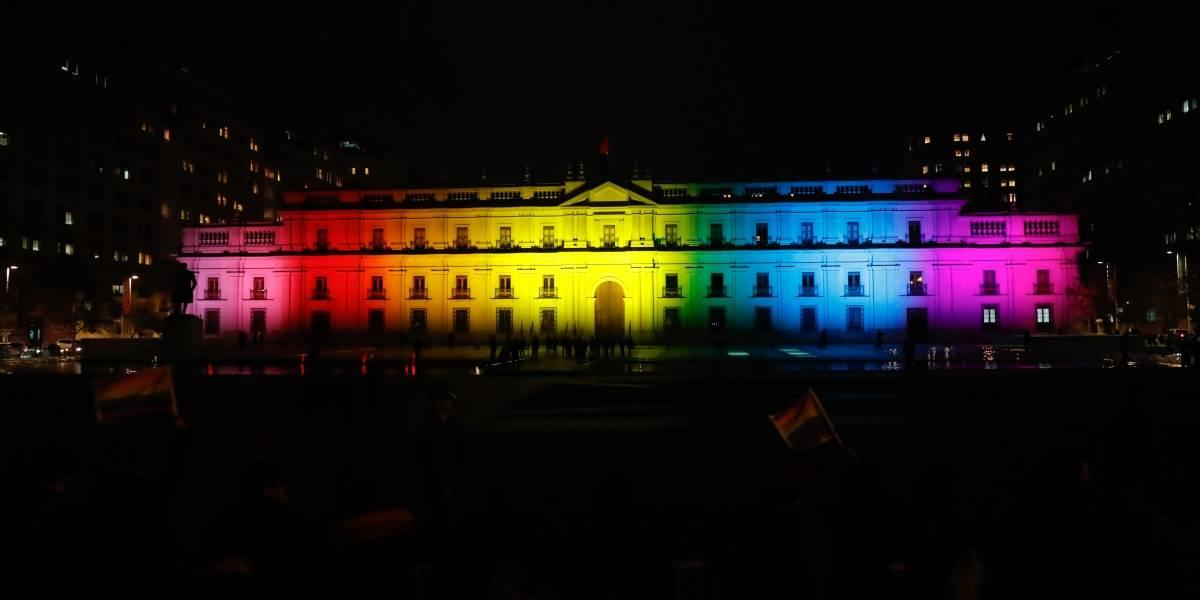La Moneda se ilumina con los colores de la diversidad