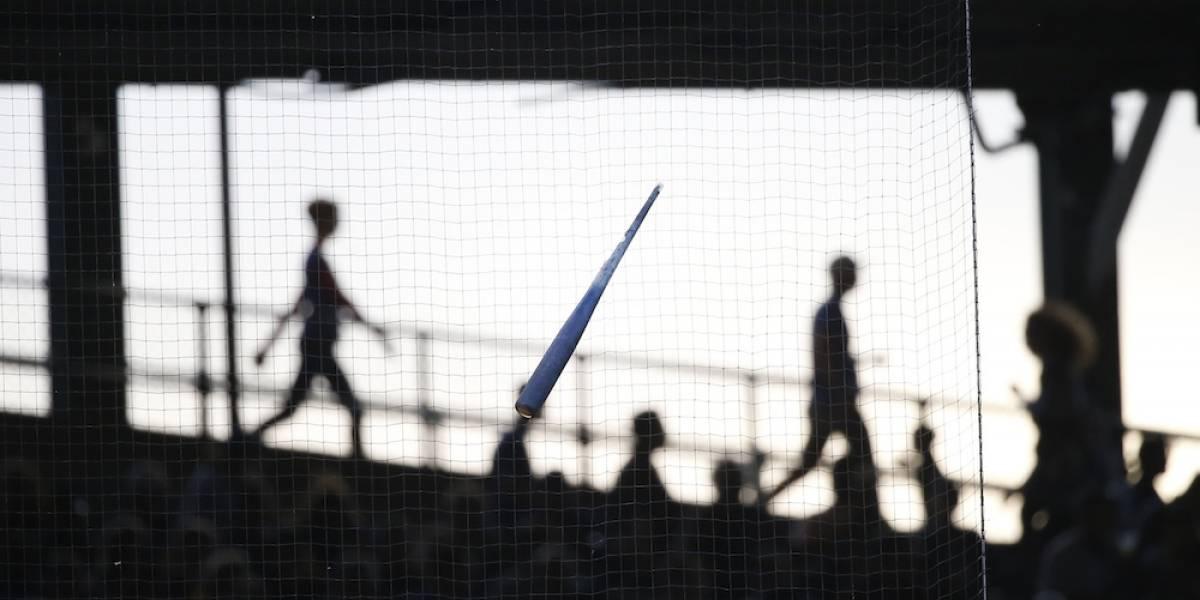 VIDEO: Red del Wrigley Field evita posible golpe de bat roto a algún aficionado