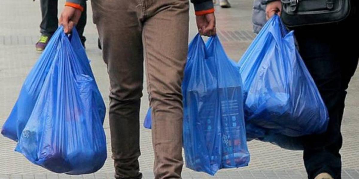 Día mundial del reciclaje: 108 bolsas plásticas se entregan por segundo en Chile