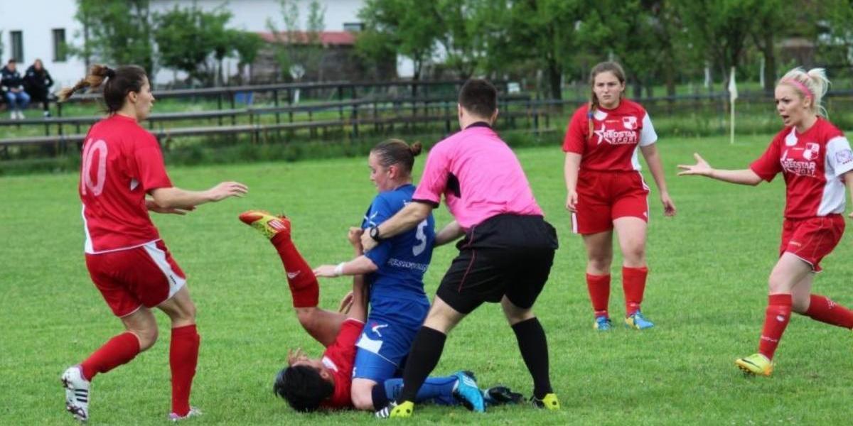 Futbolista de Primera División agrede brutalmente a su rival