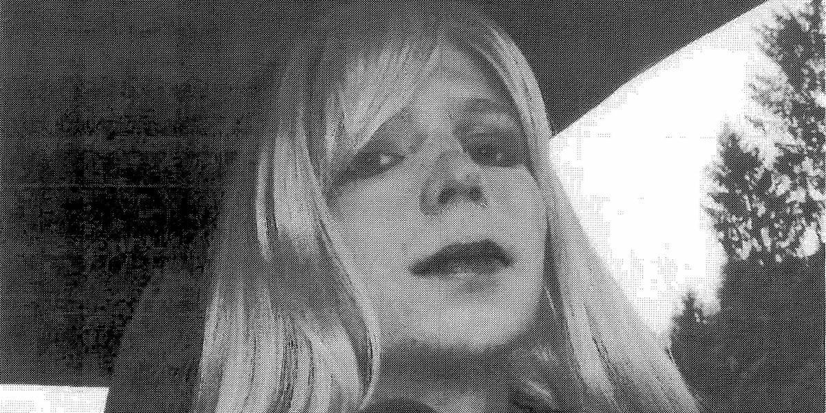 Manning deixa prisão nos EUA 7 anos após revelar segredos para WikiLeaks