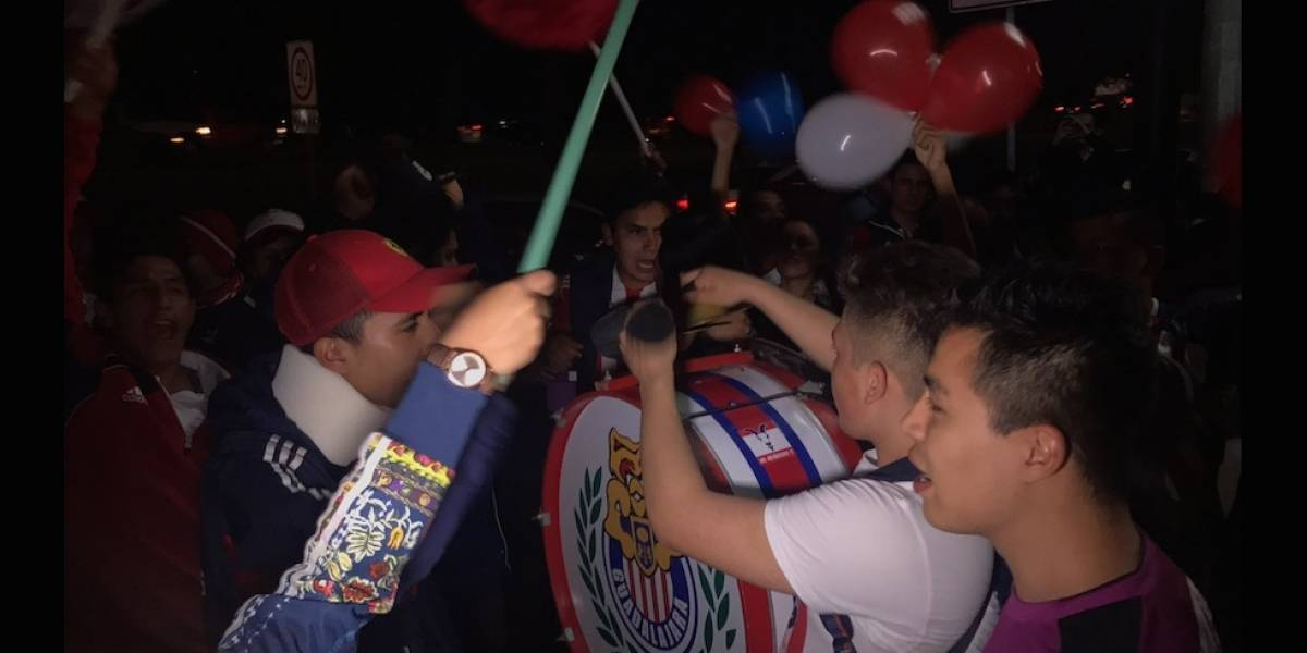 VIDEO: Cientos de aficionados llevan serenata a Chivas previo a su duelo ante Toluca