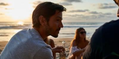 La alianza con Parley y Diego Luna que convierte a Corona en la cerveza azul