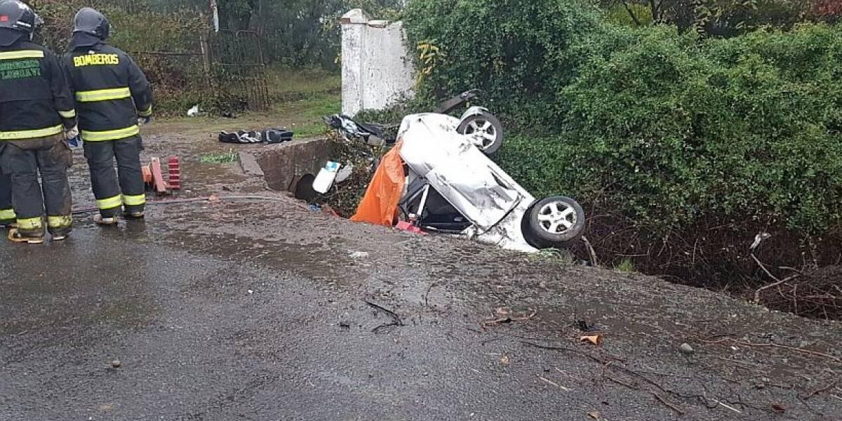 Longaví: volcamiento de automóvil deja tres víctimas fatales en plena Ruta 5 Sur
