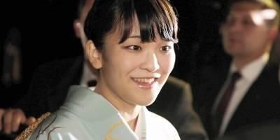 Princesa japonesa deixa realeza para se casar com plebeu