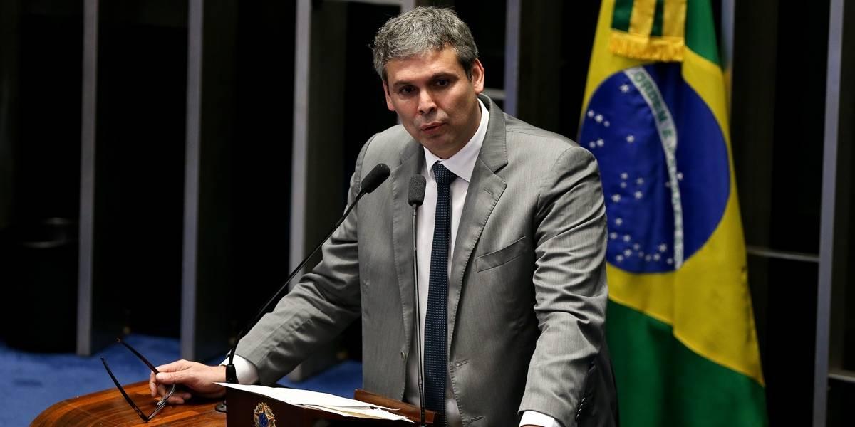 Lula só vai decidir amanhã se vai se entregar, diz Lindbergh